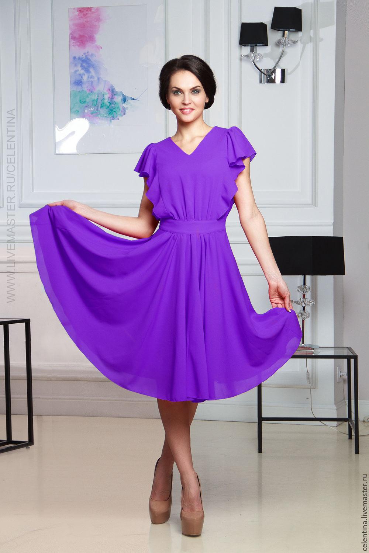 Повседневное летнее сиреневое платье с оборкой.