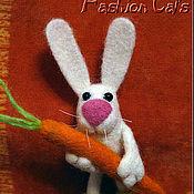 Украшения ручной работы. Ярмарка Мастеров - ручная работа Кролик с морковкой. Handmade.