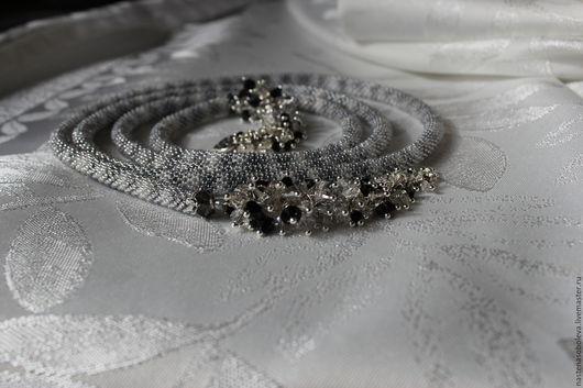 """Лариаты ручной работы. Ярмарка Мастеров - ручная работа. Купить Лариат из бисера """"Искушение"""", с кристаллами  Swarovski. Handmade. Разноцветный"""