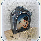 """Для дома и интерьера ручной работы. Ярмарка Мастеров - ручная работа Ключница с дверкой """"Ночные грёзы"""". Handmade."""