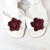 Украшения ручной работы. Ярмарка Мастеров - ручная работа Клипсы для обуви бордовые цветы из кожи.  Клипсы для туфель. Handmade.