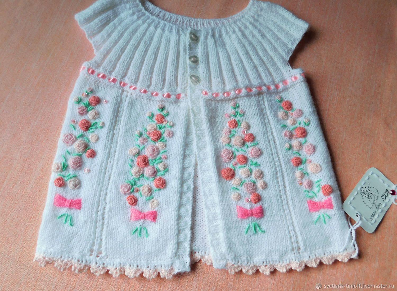 """Безрукавка для девочки """"весенняя"""" 86-110 ручной вязки с вышивкой"""