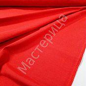 Ткань однотонная, красного цвета.