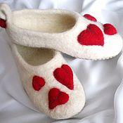 """Обувь ручной работы. Ярмарка Мастеров - ручная работа Валяные тапочки """"Сердечки"""". Handmade."""