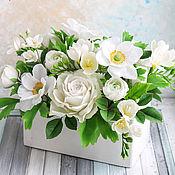 Цветы и флористика ручной работы. Ярмарка Мастеров - ручная работа Белый букет в деревянном ящике. Handmade.