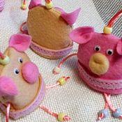 Аксессуары handmade. Livemaster - original item The pig, symbol of the New Year,felt decorative toy, 10 x 8 cm. Handmade.