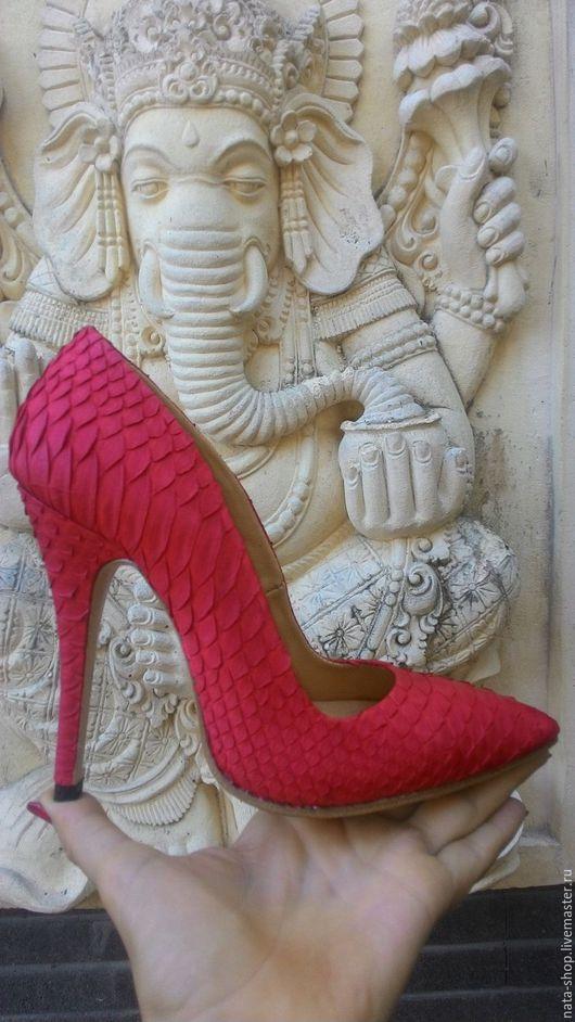 Обувь ручной работы. Ярмарка Мастеров - ручная работа. Купить Туфли из кожи питона. Handmade. Ярко-красный, туфли на каблуке