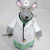 Мягкие игрушки ручной работы. Ярмарка Мастеров - ручная работа Мягкие игрушки: Мышь доктор. Handmade.
