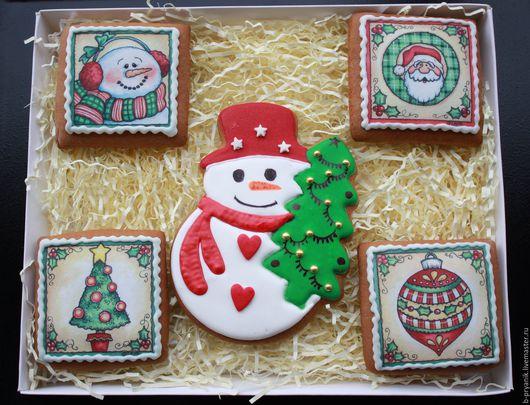 Пряничный новогодний набор. Набор новогодний из пряников: пряник снеговик, пряник дед мороз, пряник елочная игрушка, пряник елка.