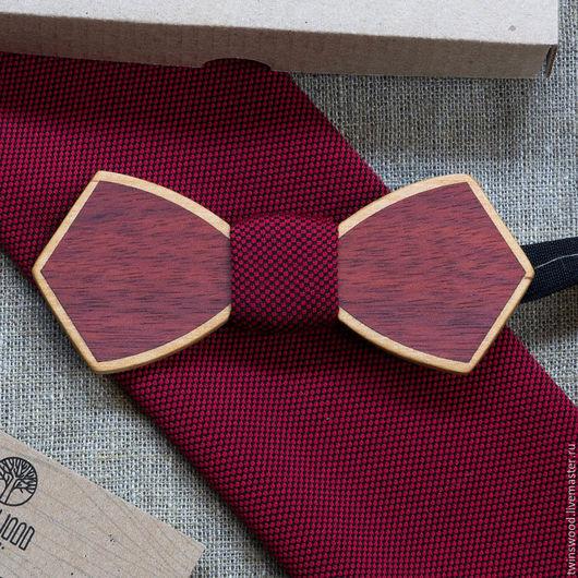 Деревянная галстук бабочка из Ольхи и Ярры + платок для пиджака