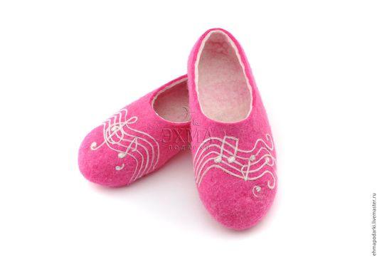 Обувь ручной работы. Ярмарка Мастеров - ручная работа. Купить Музыкальные тапочки.. Handmade. Войлочные тапочки, дизайнерские тапочки