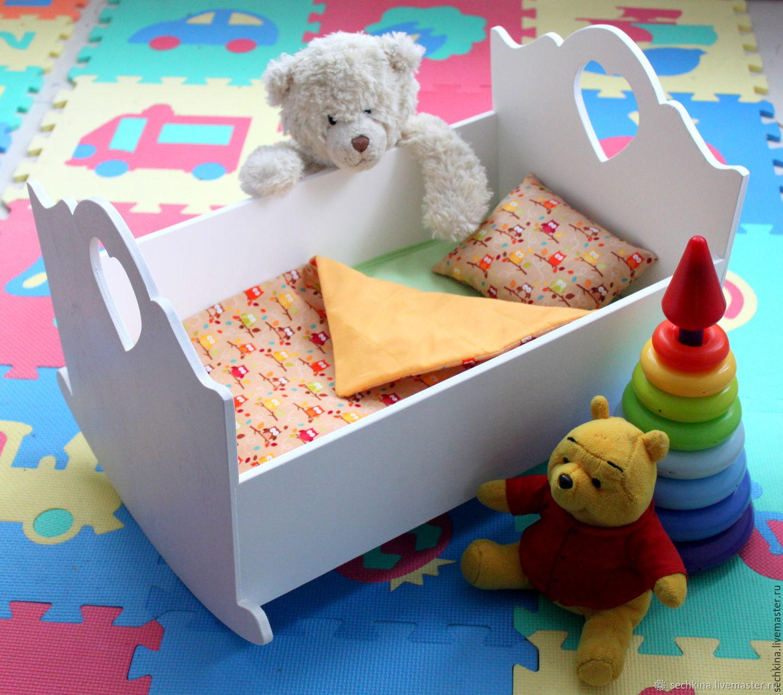 Кукольный дом ручной работы. Ярмарка Мастеров - ручная работа. Купить Кроватка для куклы с постелью+ стульчик для кормления Кукольная мебель. Handmade.