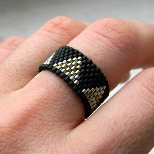 Кольца ручной работы. Ярмарка Мастеров - ручная работа. Купить Стильное кольцо с геометрическим узором - минимализм. Handmade. Кольцо из бисера