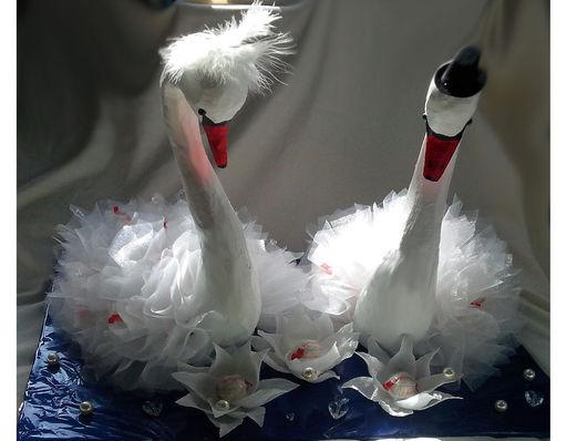 Подарки на свадьбу ручной работы. Ярмарка Мастеров - ручная работа. Купить Лебеди из конфет. Handmade. Белый, подарок на венчание