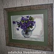 Картины и панно ручной работы. Ярмарка Мастеров - ручная работа фиалки в стеклянном кувшине. Handmade.