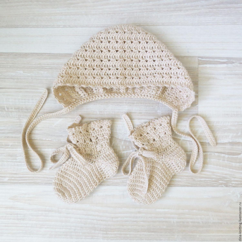 вязаный комплект для девочки шапочка и носочки вязаные бежевый