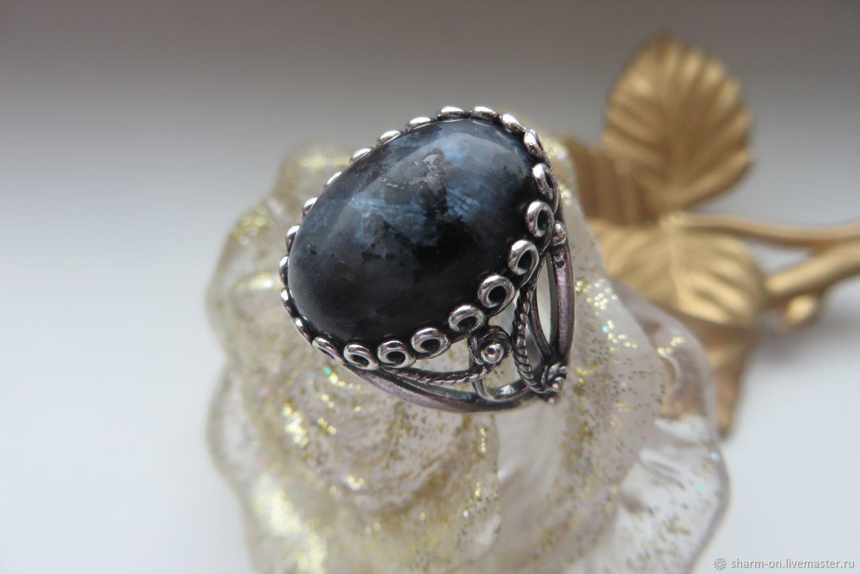 Кольца ручной работы. Ярмарка Мастеров - ручная работа. Купить Перстень с натуральным ларвикитом 'ЛУННЫЙ СВЕТ'. Handmade. Кольцо с камнем