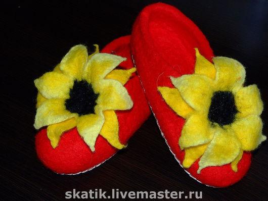 """Обувь ручной работы. Ярмарка Мастеров - ручная работа. Купить тапочки """"Подсолнухи"""". Handmade. Домашние тапочки, войлочные тапочки"""