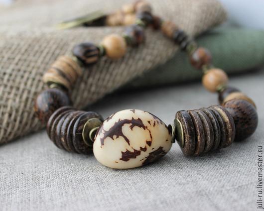 Колье из натуральных камней и дерева Юна. Авторские украшения Уральские сказы.