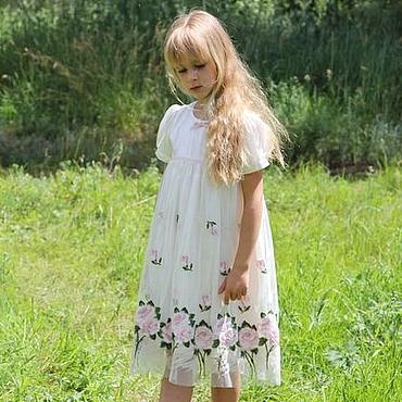 Работы для детей, ручной работы. Ярмарка Мастеров - ручная работа Нарядное платье для девочки из шелка молочного цвета и сетки с розами. Handmade.