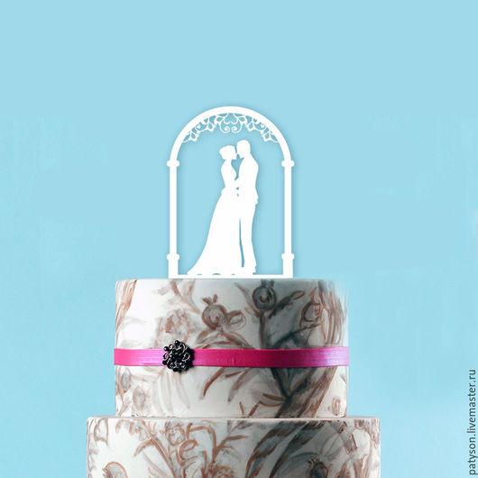 Фигурка на  торт является завершающим штрихом в дизайне свадебного торта.
