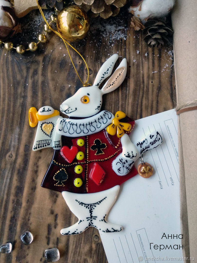 Новый год 2019 ручной работы. Ярмарка Мастеров - ручная работа. Купить Белый кролик, подвеска. Handmade. Фьюзинг, стекло