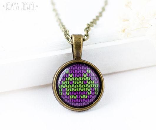 Кулоны, подвески ручной работы. Ярмарка Мастеров - ручная работа. Купить Кулон из серии Knitt Space Invaders (фиолетово-зеленый). Handmade.