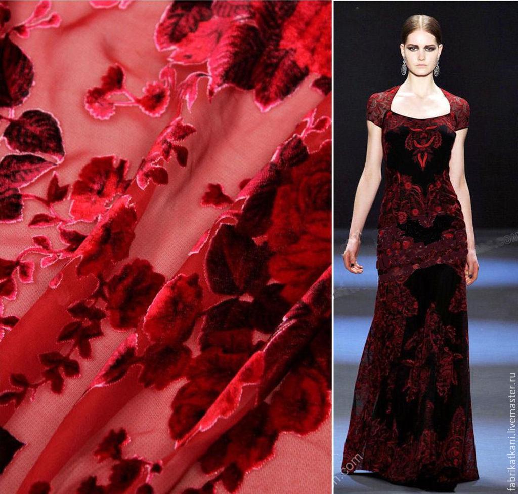 Платье из панбархата с