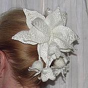 """Украшения ручной работы. Ярмарка Мастеров - ручная работа Заколка для волос """"Валяные белые колокольчики"""". Handmade."""