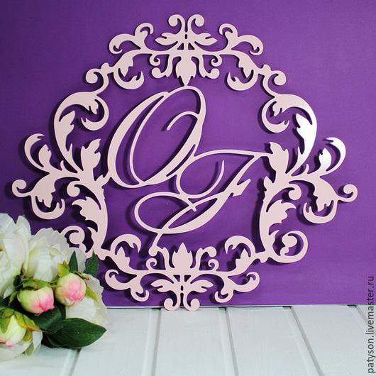 В зависимости от цветового решения в оформлении свадебного торжества вы можете заказать услугу окрашивания монограммы.