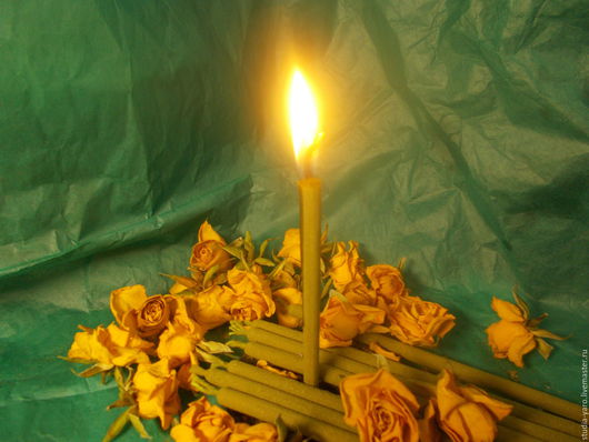 Благо - восковая свеча с вытяжками купальских трав и смолами.  Назначение; восстановление, очищение, поддержание природных вибраций достатка( денег) и жизненной силы.