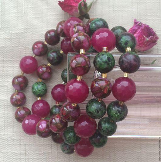 Браслеты из тонированного агата, мозаичного агата и рубина в циозите.