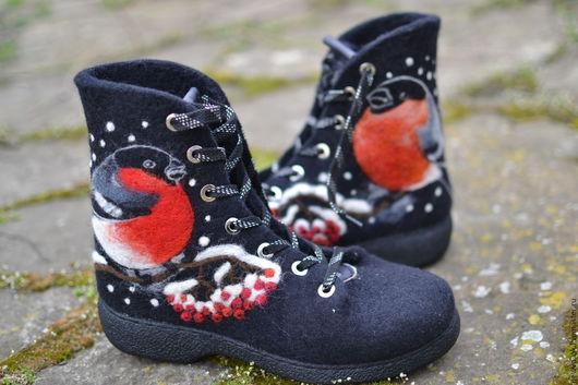 Обувь ручной работы. Женские ботинки Снегири. NewVoilok. Авторская работа, оригинальные ботинки, удобные ботинки, зимняя обувь, тёплая обувь.