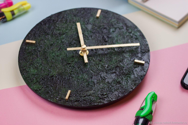 Тёмно-зелёные круглые фактурные настенные часы, Часы классические, Москва,  Фото №1