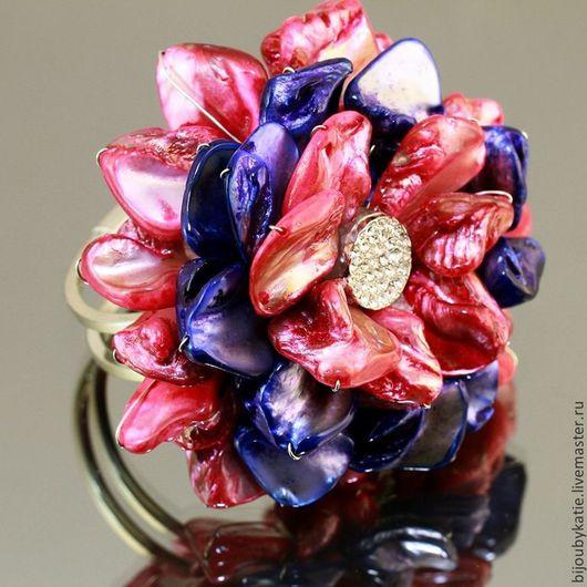 Браслет  из натурального перламутра тонированного в красный и синий цвет на металлической основе под серебро