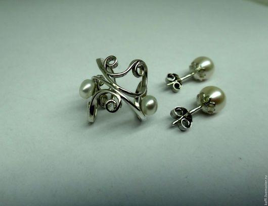 Кафф из серебра 925 пробы + 2 гвоздика с жемчугом.