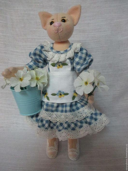 Коллекционные куклы ручной работы. Ярмарка Мастеров - ручная работа. Купить Коллекционная Кошечка цветочница Анюта. Handmade. Голубой, фетр