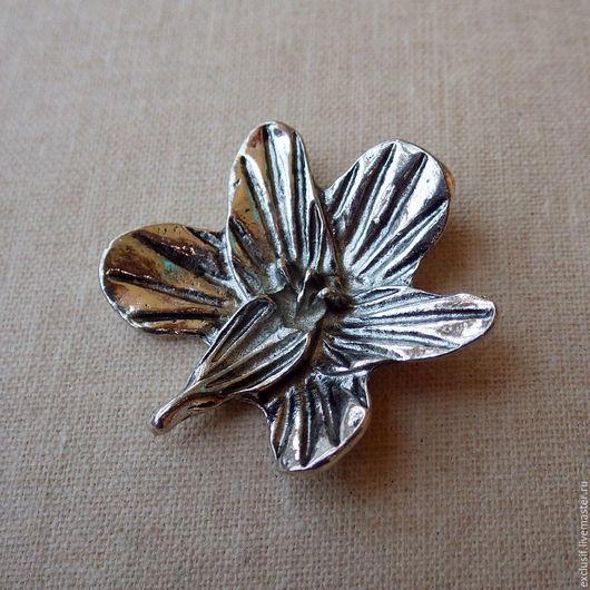 Орхидея. Фурнитура для создания украшений - подвеска для кулона или колье в виде цветка орхидеи. Цвет подвески - античное серебро. Размер орхидеи 3,2х2,8 см. Цена 60 рублей за одну подвеску орхидею