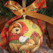 """Подарки к праздникам ручной работы. Ярмарка Мастеров - ручная работа Новогодний шар """" Мишка с подарками"""" диаметр 12 см. Handmade."""