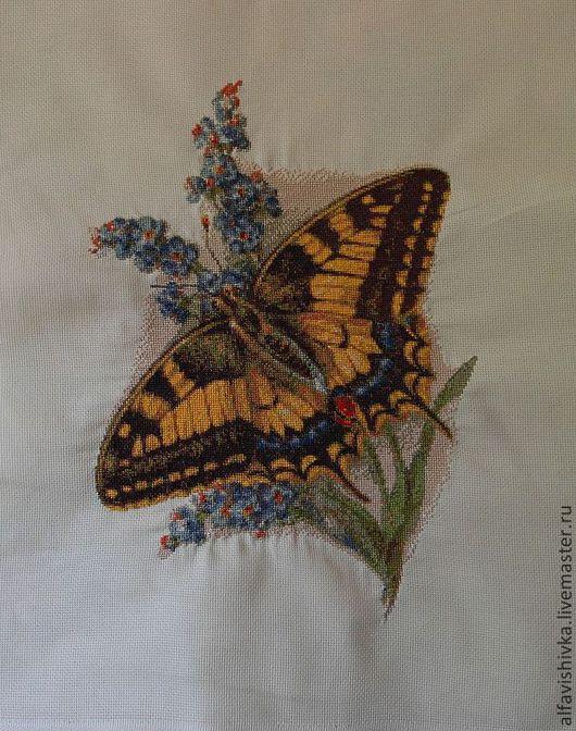 Благородная бабочка махаон принесет Вам любовь и радость. Помните что мысли – материальны.