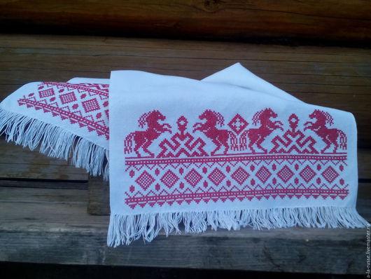 Рушник `Кони` с обережной вышивкой крестом. Рушник ручной работы, рушниковое полотно, обережная славянская вышивка крестом.