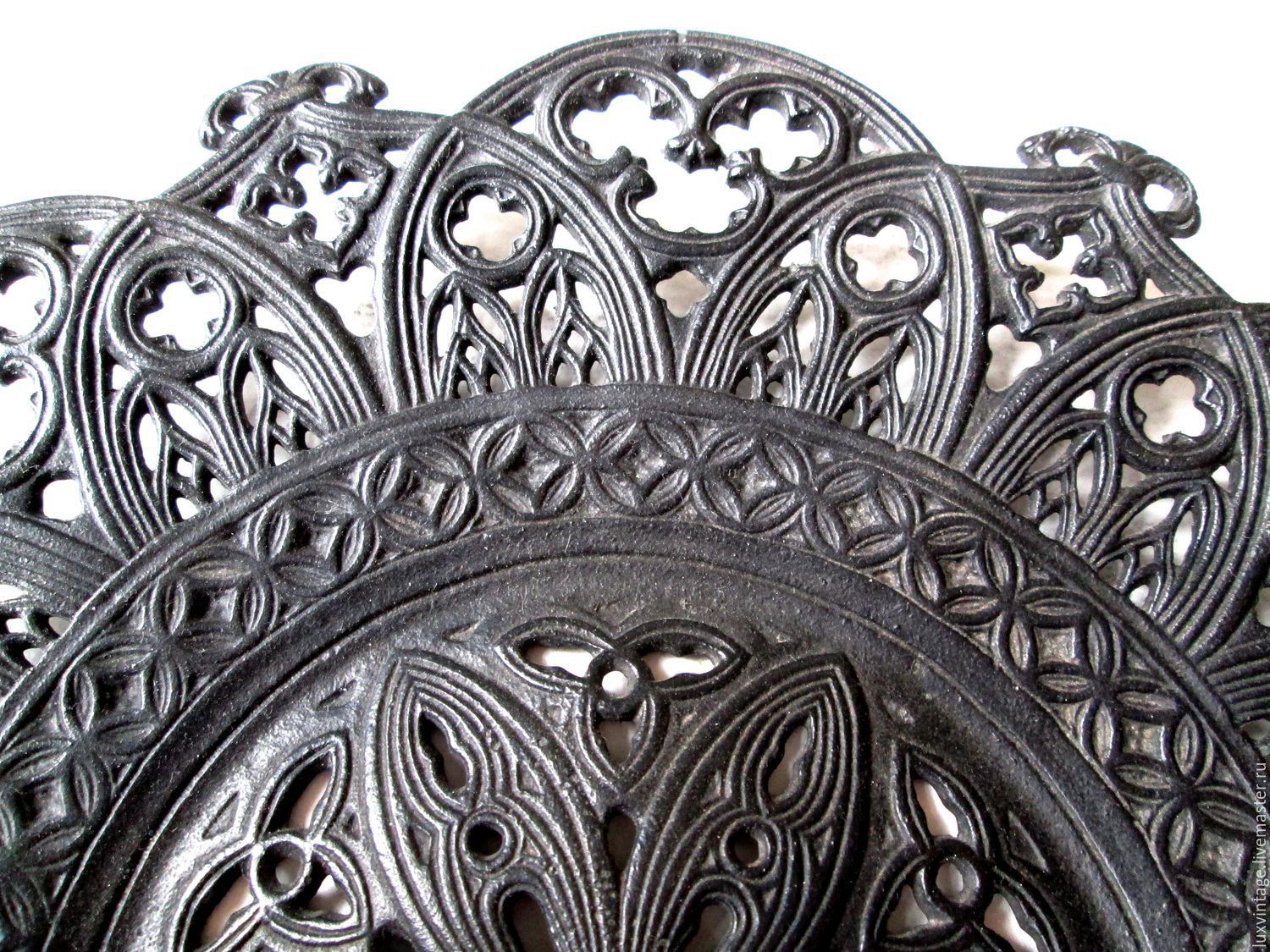 1946 Collectible Plate decor in the Gothic Style Kasli Cast iron, Vintage interior, Moscow,  Фото №1