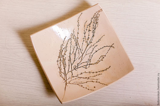 Тарелки ручной работы. Ярмарка Мастеров - ручная работа. Купить Керамическая квадратная тарелка с сухими веточками. Handmade. Нежно-желтый