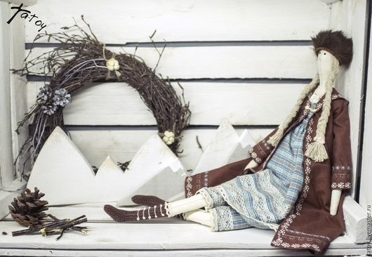 Кукла `Боярыня` в стиле `тильда`, одетая по сезону - теплая накидка, ботинки и меховая шапка. Ta-Toy