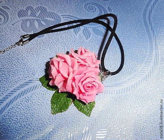 Кулоны, подвески ручной работы. Ярмарка Мастеров - ручная работа. Купить кулон с тремя нежными розовыми розами. Handmade.
