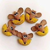 Год Крысы 2020 ручной работы. Ярмарка Мастеров - ручная работа Символ года 2020 мышка с сыром  магнитик новогодний подарок сувенир. Handmade.