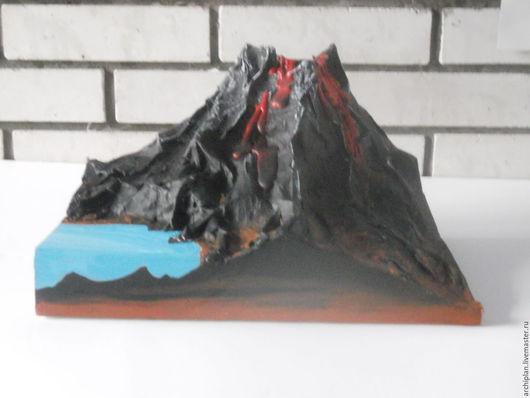 вулкан у озера
