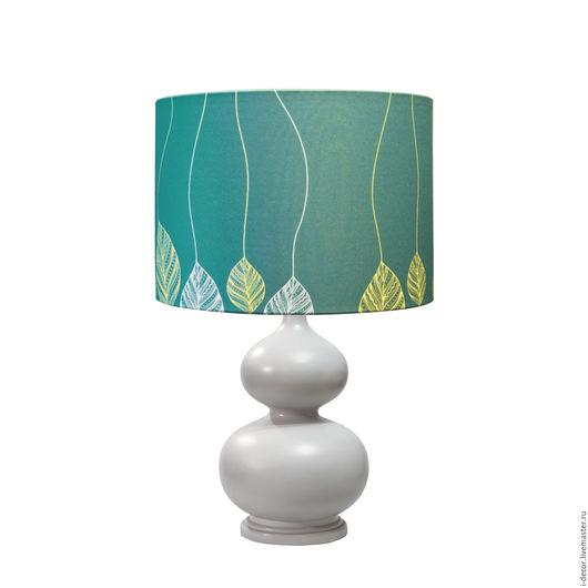 Настольная лампа с дизайнерским абажуром `Движение` из коллекции Шары Стильная настольная лампа освежит любой интерьер и станет началом вашей коллекции Шары. Дизайнерская лампа - прекрасный подарок.