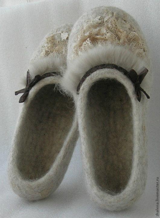 """Обувь ручной работы. Ярмарка Мастеров - ручная работа. Купить Тапочки войлочные """" Creme Brulee """". Handmade. кружево"""