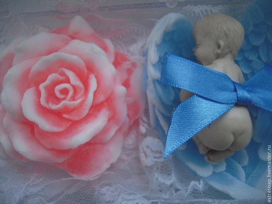 Возможно изготовление  двух ангелочков в крыльях розового и голубого цвета- подарок для двойни или подарка для близнецов!